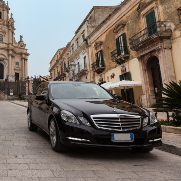 Sedan Mercedes E 220 Elegance: luxury tours & transfers