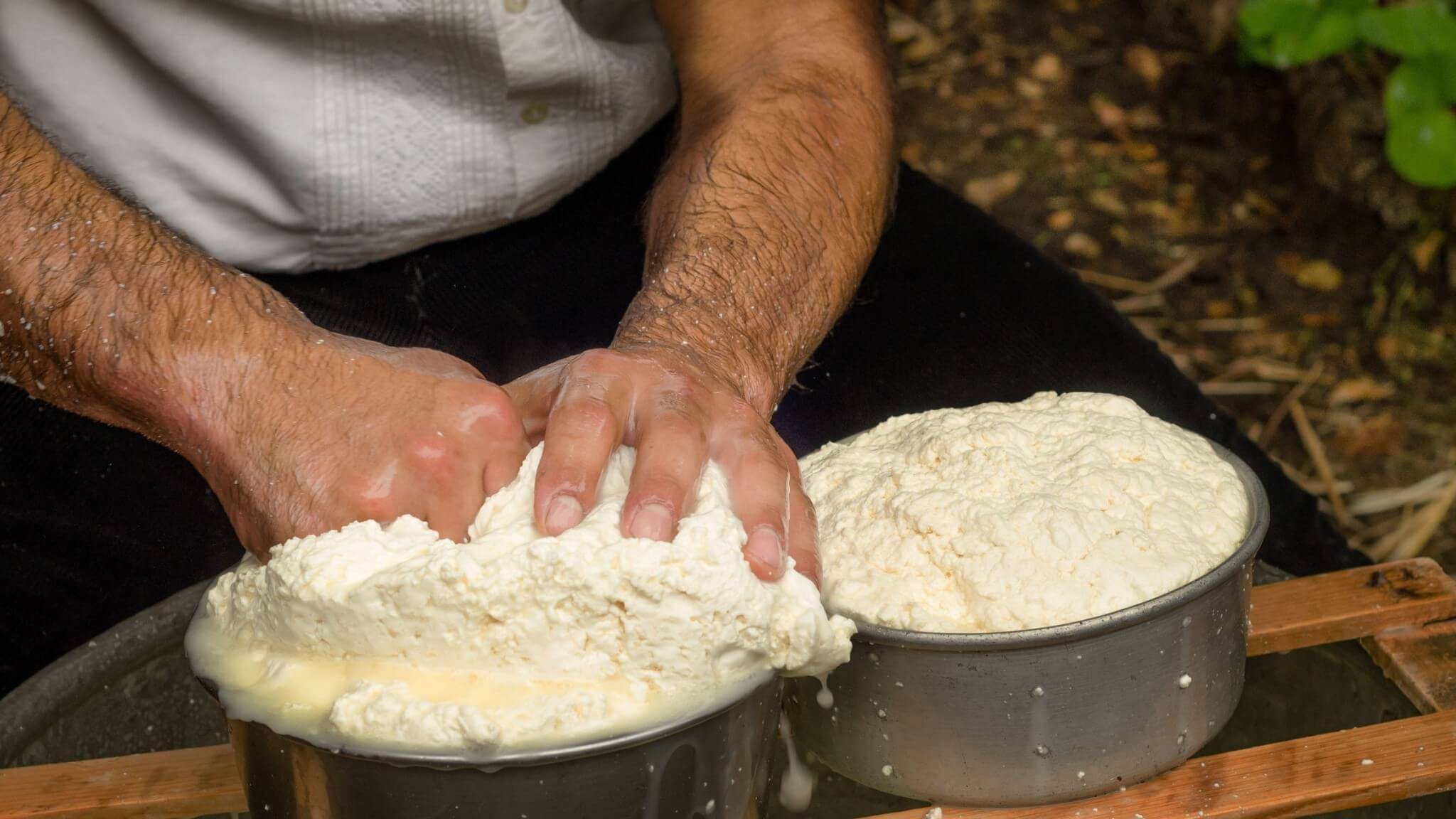 ricotta_cheese_preparation_sicily_experience
